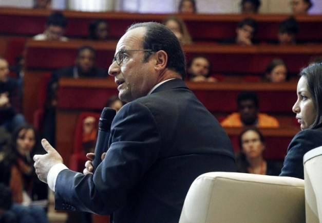 Hollande rappelé à ses promesses pour la jeunesse